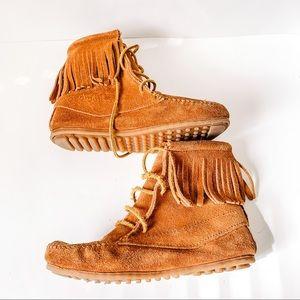 Minnetonka Fringe Ankle Moccasin Boots - SZ 4